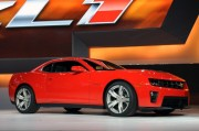 2012-Chevrolet-Camaro-ZL1-Front-Side-View-670x444